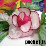 گل رز با تربچه